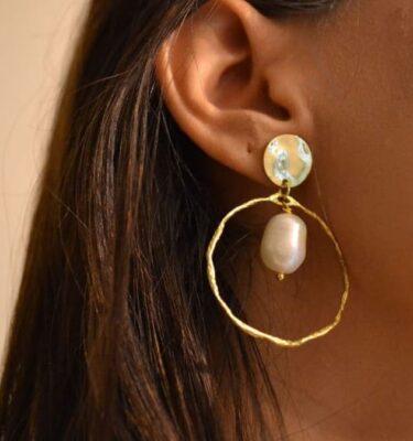 Pendientes de aro y perlas cultivadas barrocas